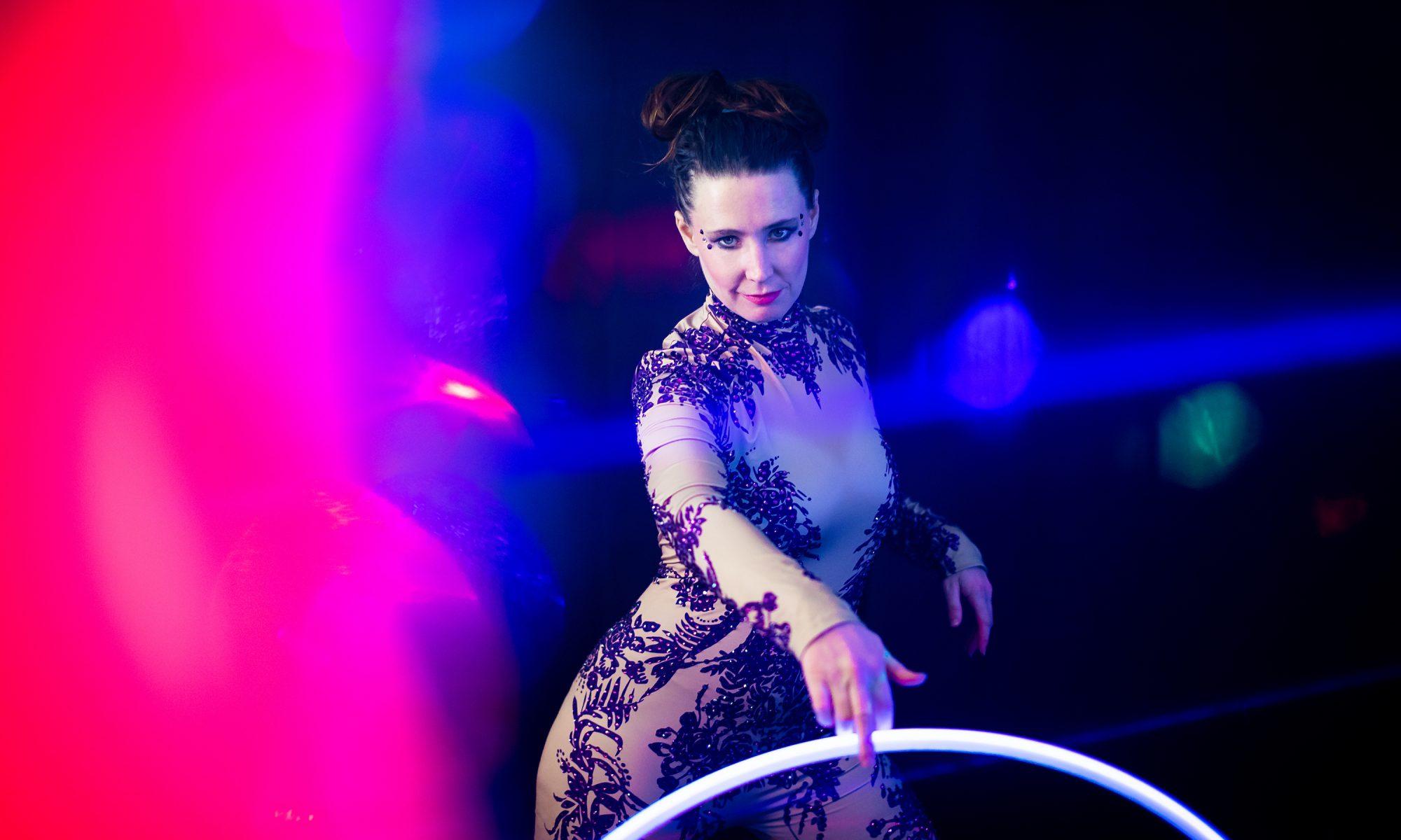 LED glow dancer Lucy Loop