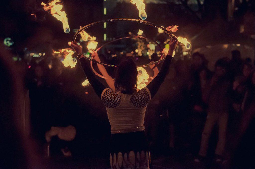 fire-show-street-hula-hoops